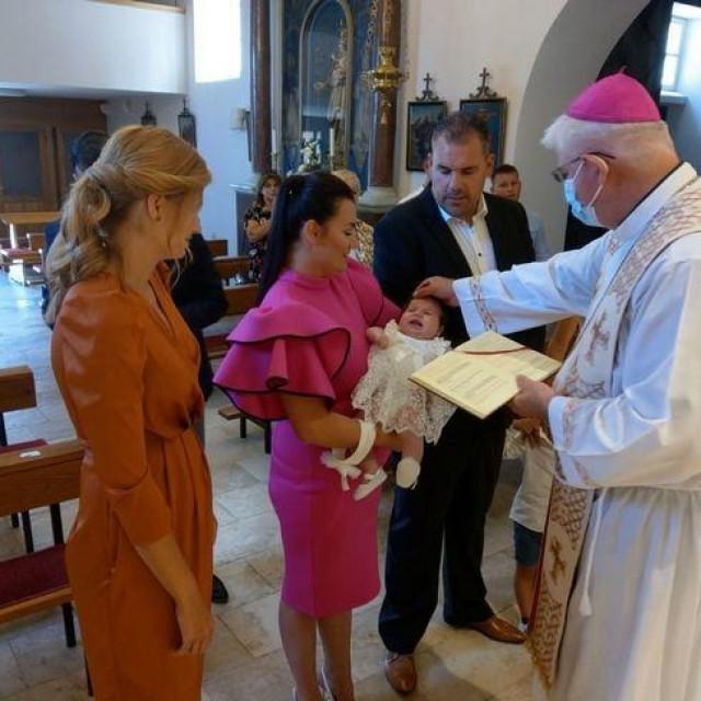 Biskup Uzinić krstio peto dijete u obitelji Adolfa i Ive Grbić