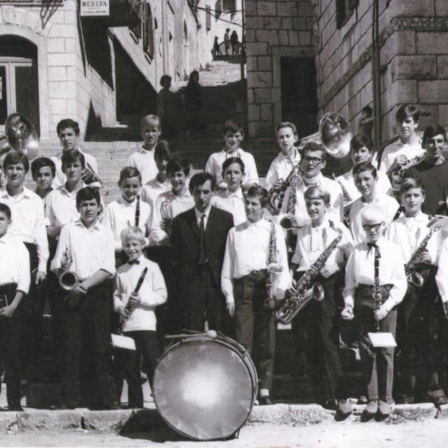 Fotografija iz 1967. - drugi i treći u prvom redu s lijeva su Ivan Glibota - Crni i sada pok. Đoni Nuić, dva velika prijatelja i kapelnika imotske glazbe