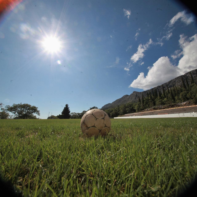Srpanj 2020. - zazelenio se travnjak Nogometnog kluba Sokol foto: Tonči Vlašić