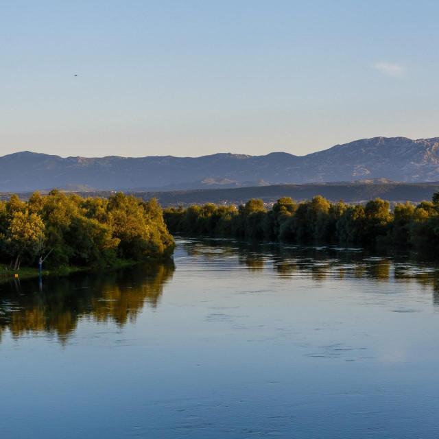 Potrebno je izraditi minimalno pet alternativnih pravaca dovoda vode s Cetine