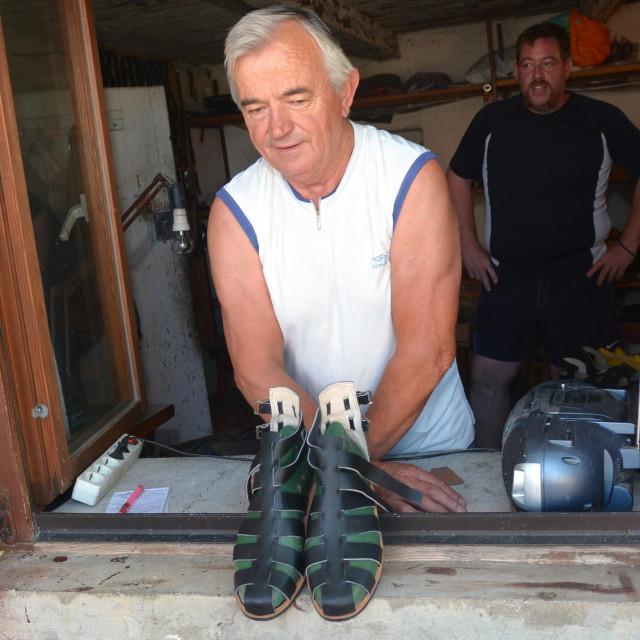 Mirko Babić: Evo kožnih sandala kakve san radio za Žudije, čuvare Isusova groba iz Vodica