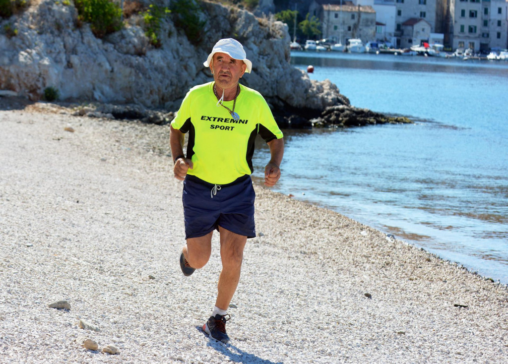 Mladen Slavica iz Bilica trenira kako bi po 20. put otrčao maraton Šibenik - Knin, u čast 'Oluje' čiji je sudionik i bio<br />