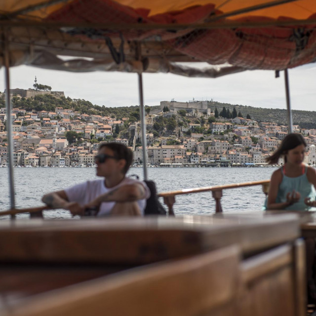 Sibenik, 140720.<br /> Reportaza s broda Avlon, linije koja vozi od Sibenika do Martinske.<br /> Na fotografiji: pogled na grad Sibenik s broda Avalon.<br />