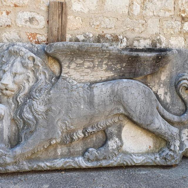 Reljef paškog lava