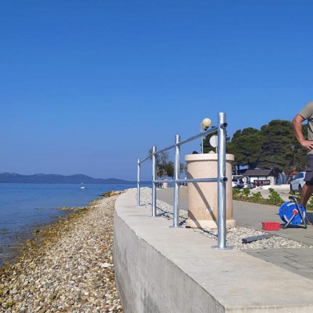 Nova lijepa i sigurna ograda jutros je niknula na Puntamici