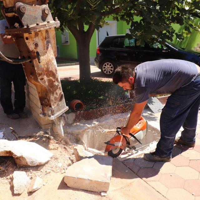 Dosad izvedeno 2.809 priključaka na vodovod i kanalizaciju otoka Vira s 1.467 priključenih objekata u naseljima Centar, Radovanjica, Miljkovica, Luka te u dijelu naselja Prezida.