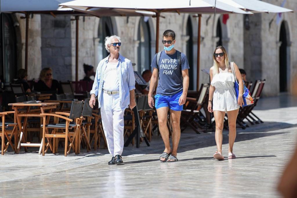 Srpanjska nedjelja na Stradunu 2020., godine u kojoj Dubrovnik vapi za turistima