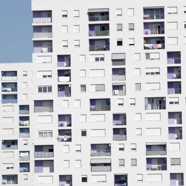 U Splitu se zadnjih godina turistima iznajmljuje sve što se može, pa tako i stanovi u POS-ovim zgradama