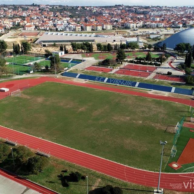 Nogometni teren do sada je imao pravu travu