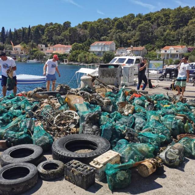 Iz Jadranskog podmorja za vikend izvađeno 70 kubika otpada!