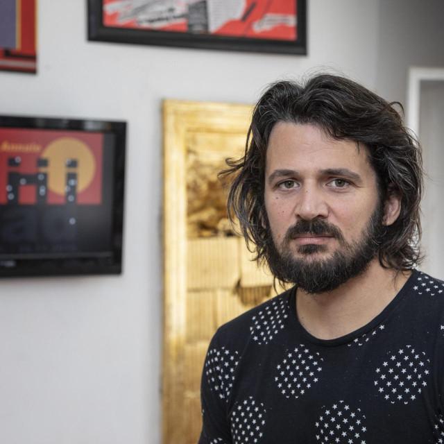 Antej Jelenić: Koristim sva sredstva koja umjetnost pruža da ukažem na poetski potencijal svih nas koji smo, iz ugla vlasti i investitora, 'smeće'<br />