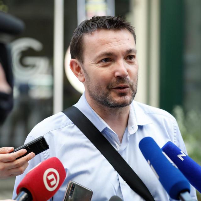 Zagreb, 060720.<br /> Iblerov trg.<br /> Sjednica Predsjednistva SDP-a odrzava se u sredisnjici stranke na Iblerovom trgu.<br /> Na fotografiji: Arsen Bauk.<br />