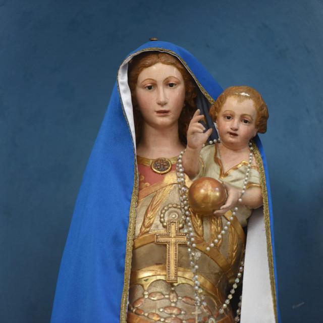 Gospa i Mali Isus bez krune (danas)