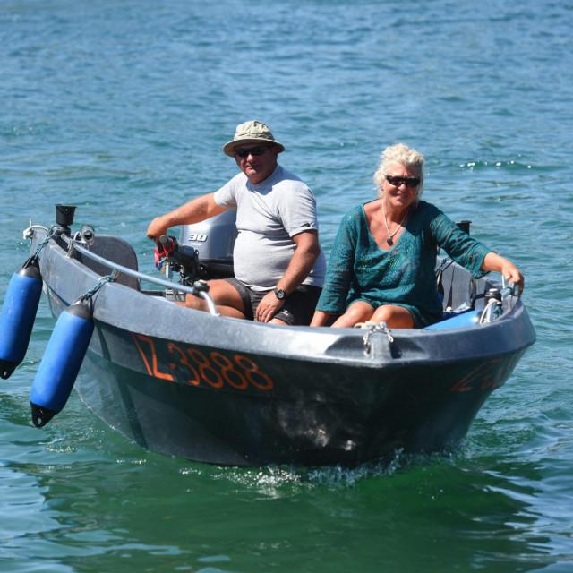Bračni par Kunaver iz Ljubljane, Mare i Petra, prepolovili su Jadran u brodiću dugom svega četiri i pol te širokom niti dva metra.<br />