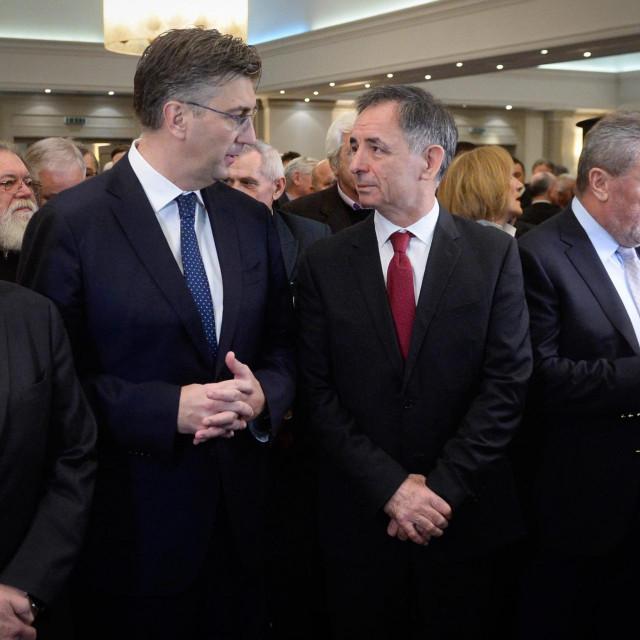 Plenković i Pupovac ne trebaju gledati jedan u drugoga, nego u istom smjeru