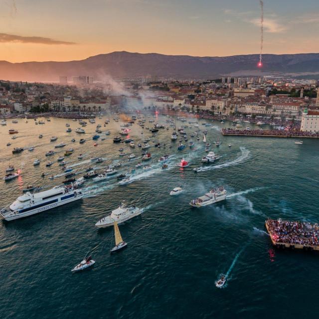 Pogled iz zraka na posljednji ispracaj Olivera Dragojevica iz Splita prema Veloj Luci<br />