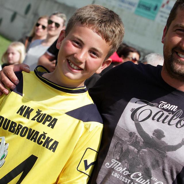 Ivo Guljelmović, najbolji vratar Talent Cupa 2'017., te Ile Katić, tajnik Nogometnog kluba Župa dubrovačka foto: Tonči Vlašić