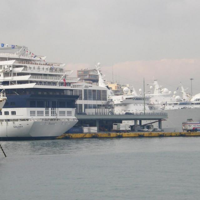 Grčka od 1. kolovoza otvara šest putničkih luka za prometovanje kruzera