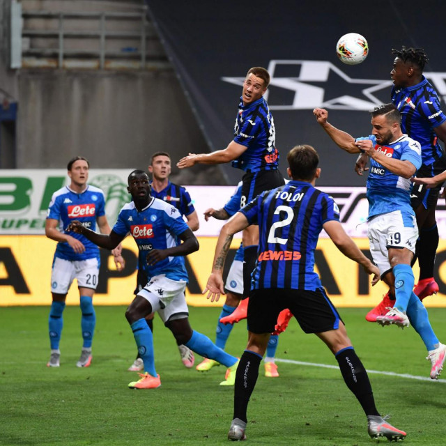 Atalanta's Colombian forward Duvan Zapata (3rdR) and Napoli's Serbian defender Nikola Maksimovic '4thR) go for a header during the Italian Serie A football match Atalanta vs Napoli played on July 2, 2020 behind closed doors at the Atleti Azzurri d'Italia stadium in Bergamo, as the country eases its lockdown aimed at curbing the spread of the COVID-19 infection, caused by the novel coronavirus. (Photo by Miguel MEDINA/AFP)