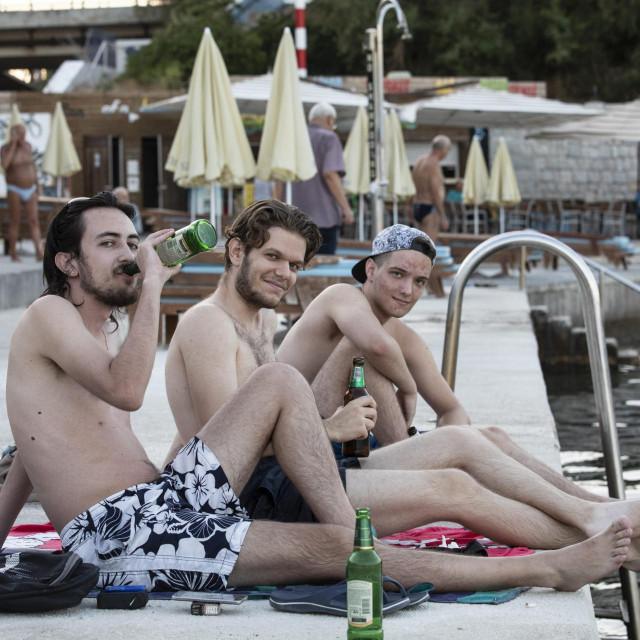Antonio, Duje i Josip bacili su predvečernji kupanjac na Bačama uz pivce