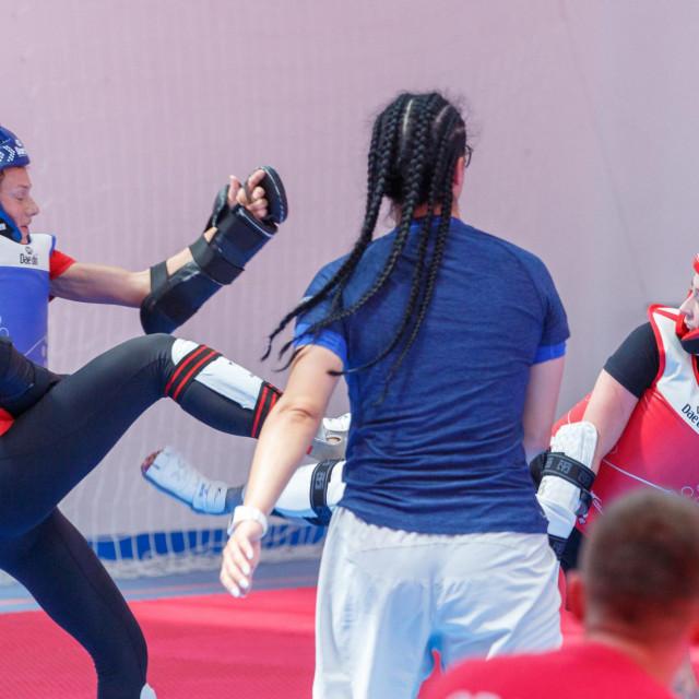 Nikita Glasnović trenira sa britanskom sportskom zvijezdom Jade Jones