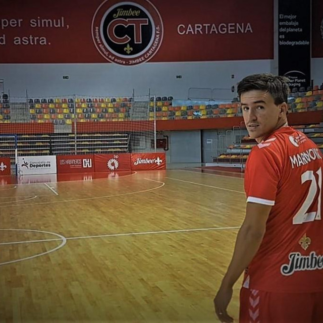 Dario Marinović u dvorani te u dresu novog kluba - Jimbee Cartagana F.S.
