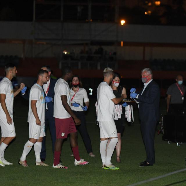 Medalje pobjednicima nogometnog Kupa Hrvatske dodijeljene su u mraku