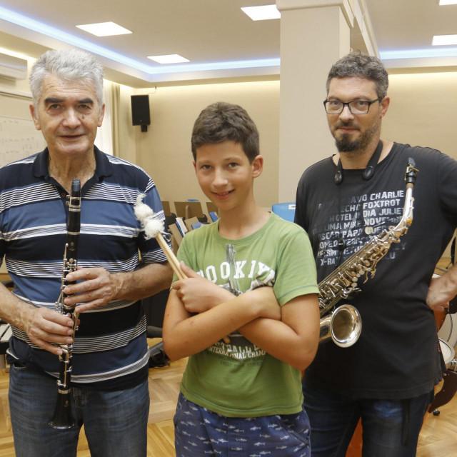 Aleksandar, Luka i Ivan sa svojim instrumentima