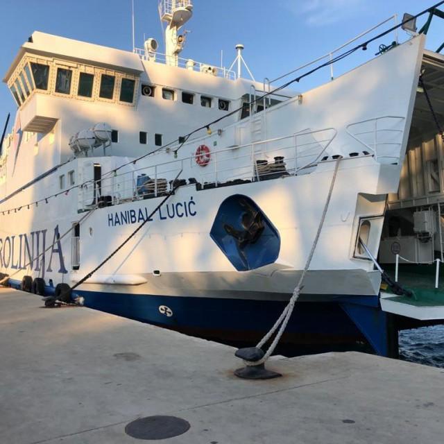Trajekt Hanibal Lucić zabio se u rivu u Suđurđu