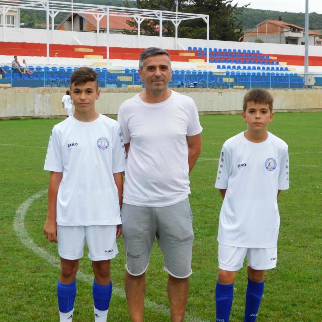 Memorijalni nogometni turnir za Marka Kajtazija u Posedarju:Slika oca Kristijana i sinova