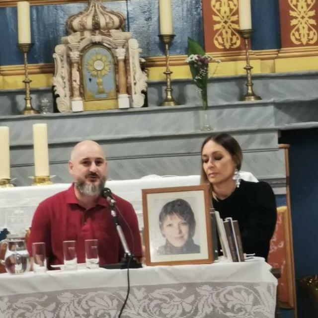 Siniša Vuković i Sandra Mančić, bivši učenici<strong> </strong>Neve Kežić, prisjetili su se selačke književnice i profesorice