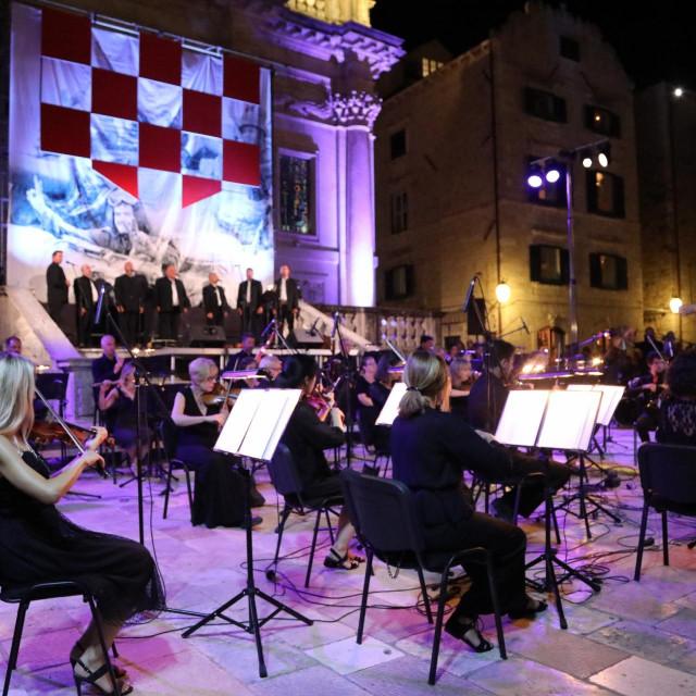 Koncert ispred crkve sv. Vlaha povodom Dana branitelja