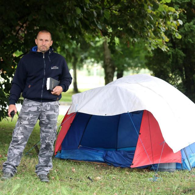 Roberto Maleš kampirao jeispred Opće županijske bolnice Pakrac i bolnice hrvatskih veterana