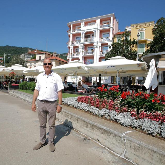 Hotel 'Mozart' i vlasnik Abi Shalabi.