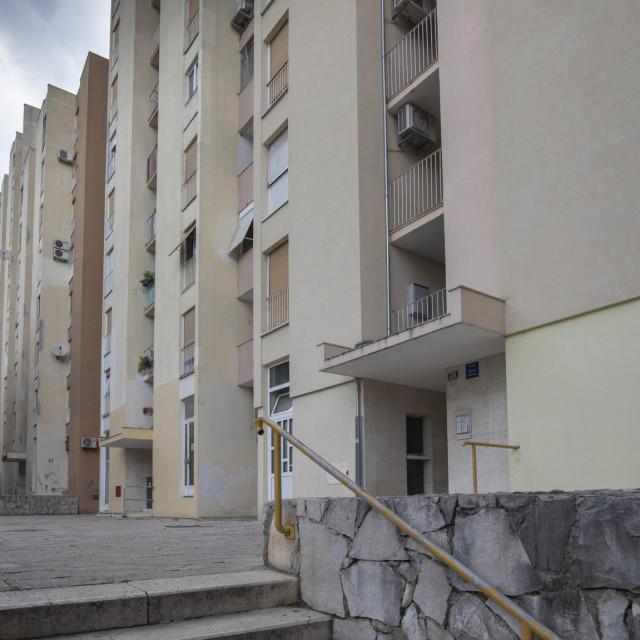 Zgrada u Dubrovačkoj u kojoj je pronađena mrtva starica i njezin muž u jako teškom stanju