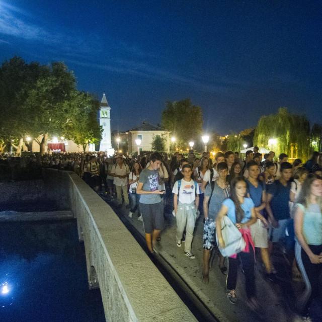 Tisuće mladih iz cijele Dalmacije tradicionalno hodočaste od Gospinog svetišta u Solinu do sinjskog Čudotvorne Gospe Sinjske, uoči svetkovine Velike Gospe koja se slavi 15. kolovoza