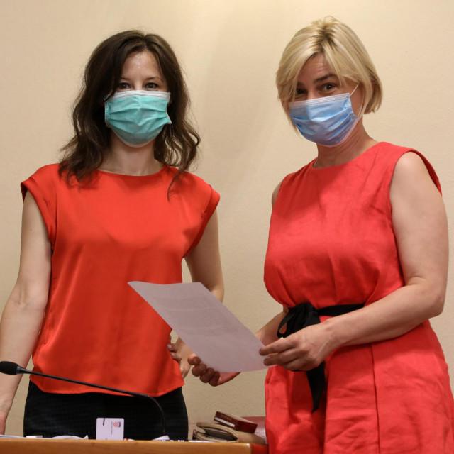 Dalija Orešković i Sandra Benčić u sabornici