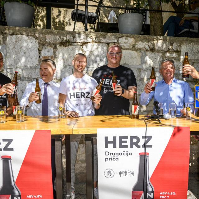 Sibenik, 070820.<br /> Pivovara 022 i Pivovara Hotch Poch predstavili su zajednicko Hrvatsko Makedonsko pivo Herz posveceno dr Sasku Jovevu.<br />
