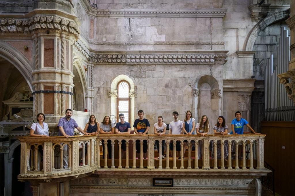 Polaznici Orguljaške ljetne škole s profesorima Tinom Banovac i Pavlom Mašićem u katedrali sv. Jakova<br />