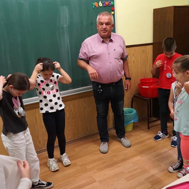 Distancere su prvo isprobala djeca iz Osnovne škole Matije Petra Katančića iz Valpova