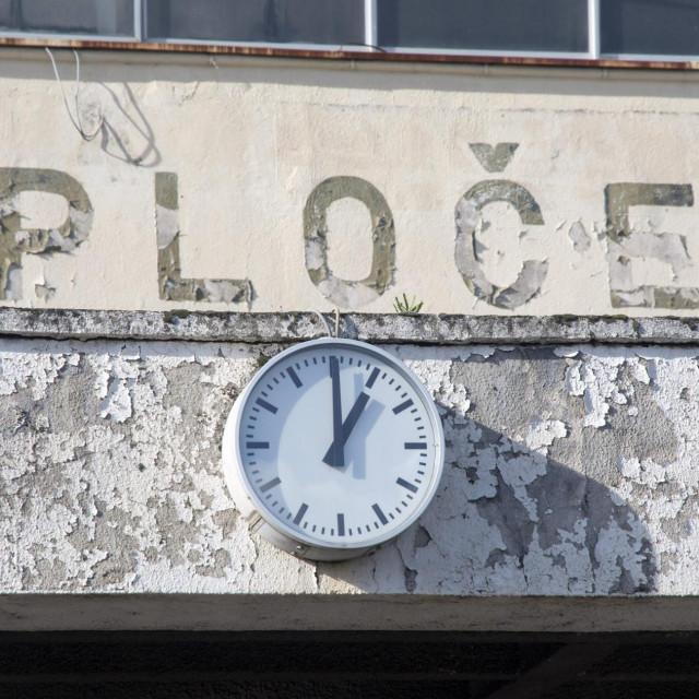 Kolodvor HŽ-a u Pločama, mjesto gdje je već odavno prošlo pet do podne