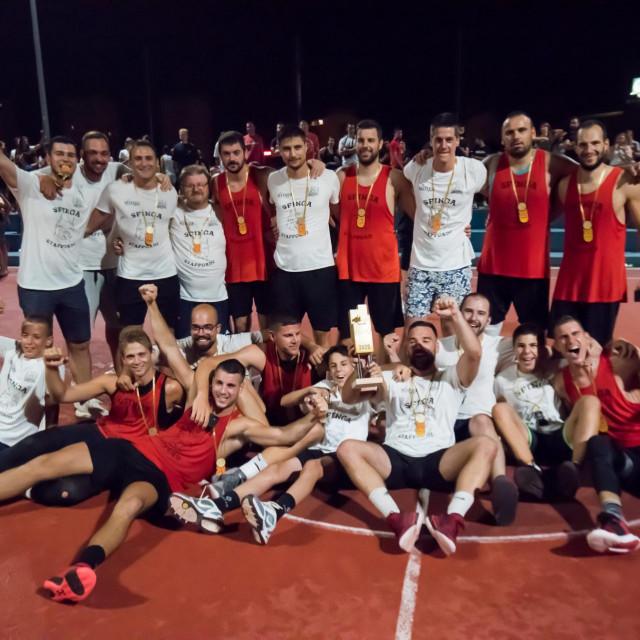 Finalna utakmica Ljetne kosarkaske lige izmedju KK Jadera Talvi i KK Sfinga.Na fotografiji: slavlje Sfinge.<br />