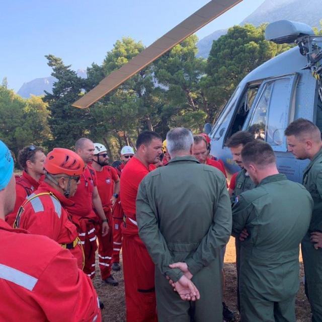Dogovor prije ukrcavanja u helikopter
