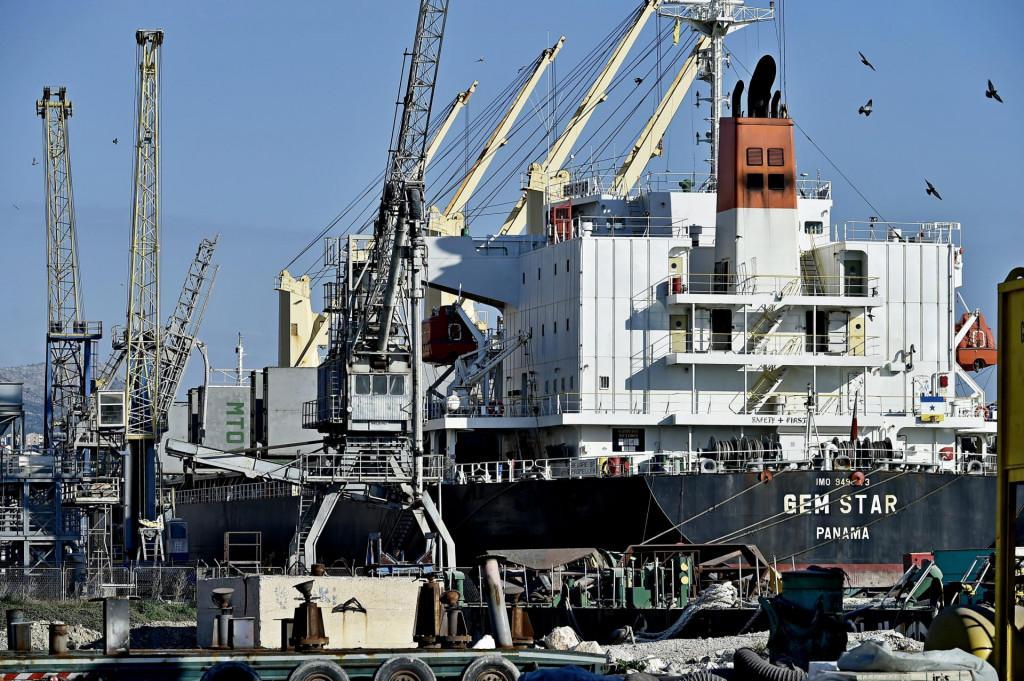 Prednost Sjeverne luke u odnosu na zamišljeni naftni terminal sastoji se u već postojećem privezu za prijam tankera maksimalnog kapaciteta 40 tisuća tona