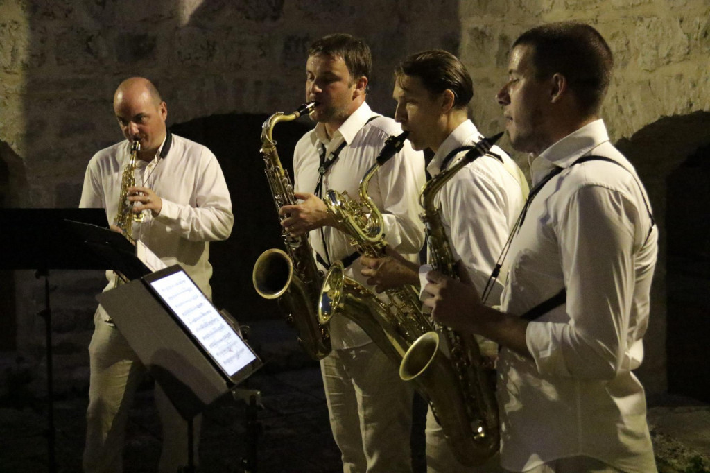 Kvartet čine Nikola Fabijanić, sopran-saksofon, Gordan Tudor, alt-saksofon, Goran Jurković, tenor-saksofon, i Tomislav Žužak, bariton-saksofon<br />