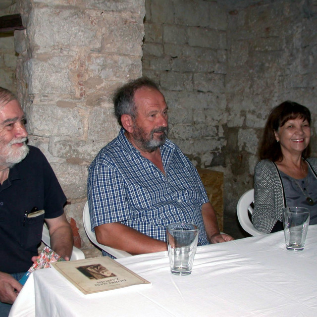 Tonko Maroević,Damir Carić i Sanja Roić na predstavljanju knjige u Vrboskoj<br /> <br />