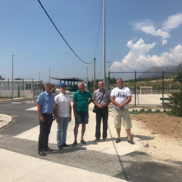 Čelnici stranke Bolji Solin ispred reciklažnog dvorišta