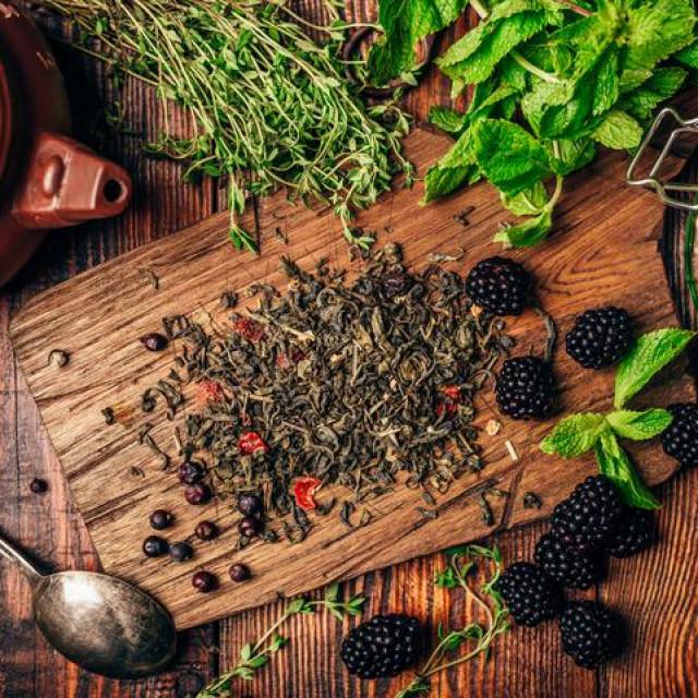 Izbojci biljke u proljeće se mogu koristiti kao dodatak salatama ili kuhati za prilog jelima, osušeni se koriste za čaj, jer su iznimno bogati flavonoidima i polifenolima