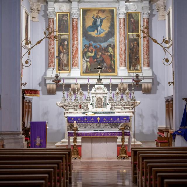 Unutrašnjost dubrovačke katedrale Gospe Velike