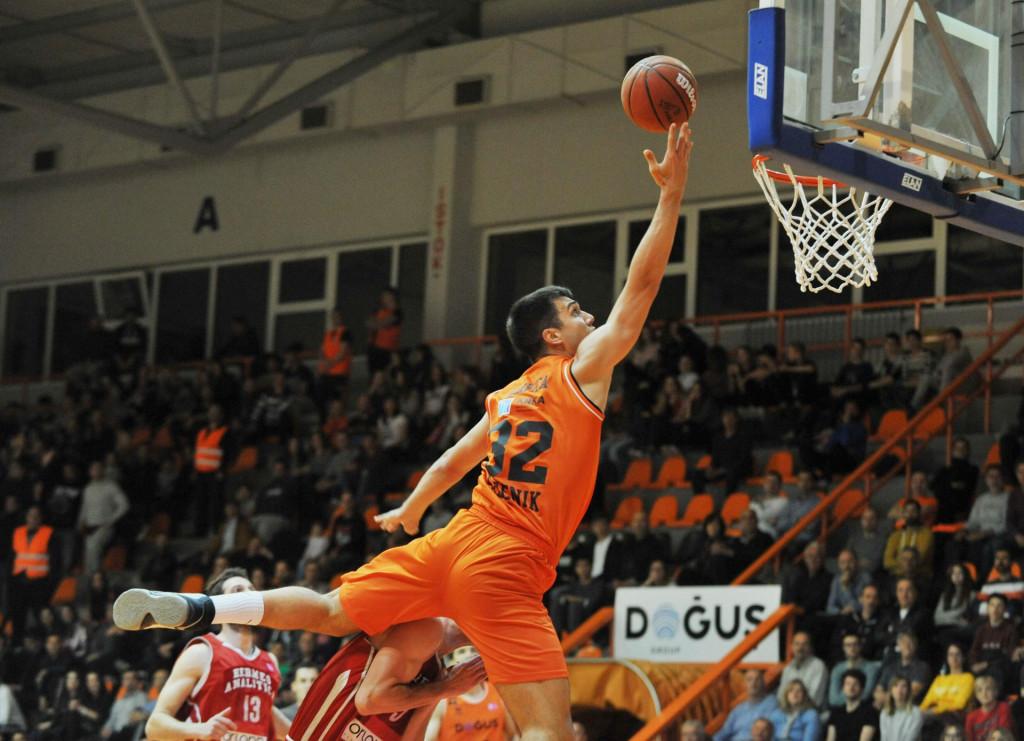 Hoće li Nik Slavica ponovno odjenuti narančasti dres?